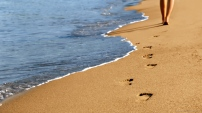Footprints-in-the-Sand-Wallpaper-0